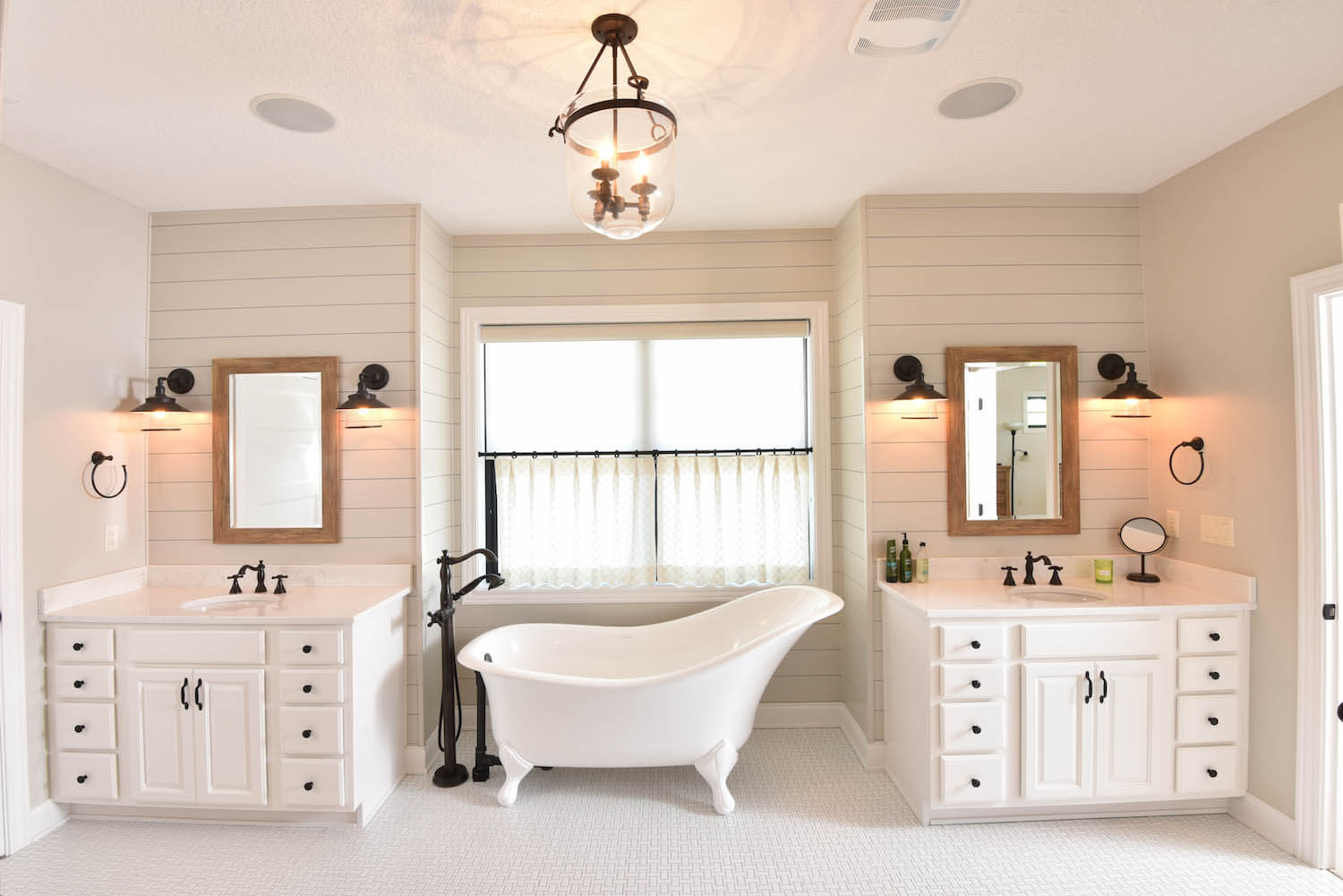 Stunning Bathroom with Clawfoot Tub