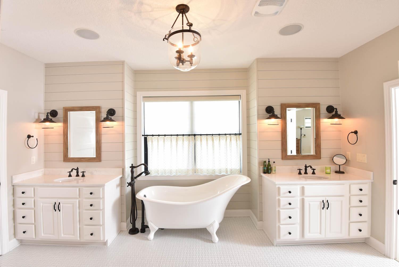 Stunning Bathroom with Clawfoot Tub